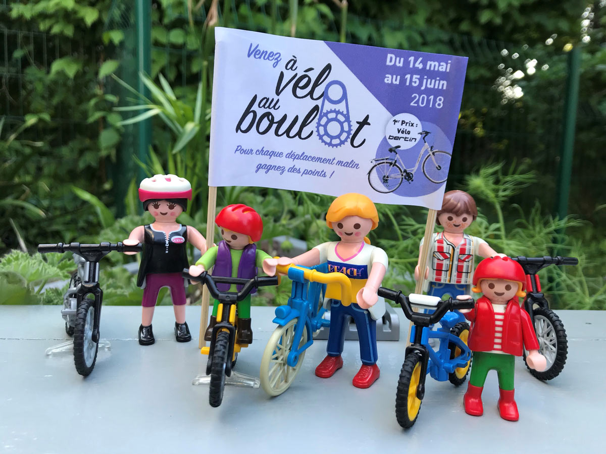 famille playmobil a velo au boulot